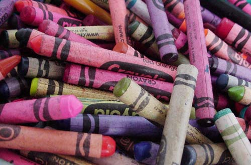 Crayons come in many colors.